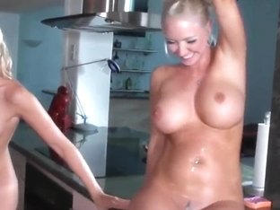 Curvy Molly Cavalli licks gorgeous Sunni Mayweather