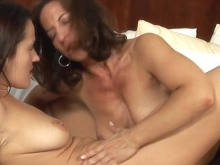 Mature lesbian makes out with her sensual girlfriend