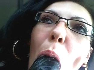 Brunette Kinky_loverr naughty in the car