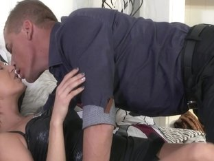 Shorthaired milf ride big cock