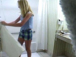 Blonde in bath voyeur