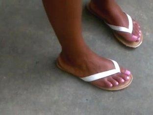 Star's ebony feet