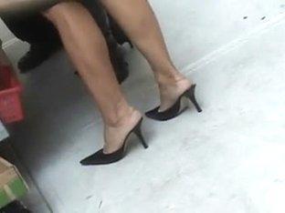 Hot Chica In Hot Heels!