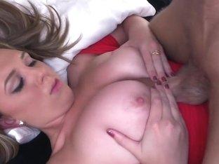 Brunette big natural tits amateur