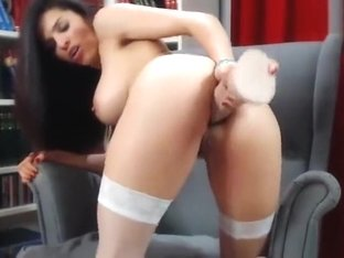 Pretty Toxicsophie riding a sex toy