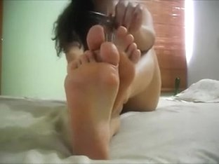 I am have a strong obsession with my GF's consummate booty and feet