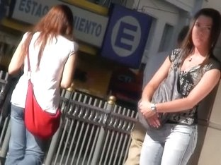 Lovely babe in tight jeans candid