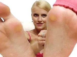 Blondie doll Kasia Linsey foot fetish