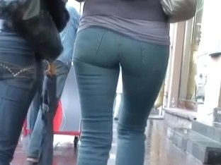 Hidden street cam takes some nice shots of candid ass
