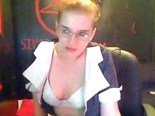 Terrific slut gives a lesson of handjob on the amateur webcam