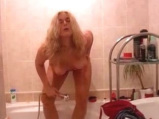 Mature woman cleaned her pussy with a special method