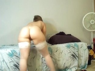 Shaking my bum while in stockings
