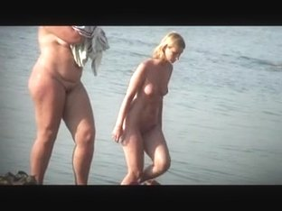 Voyeur. Nice Tits on public beach