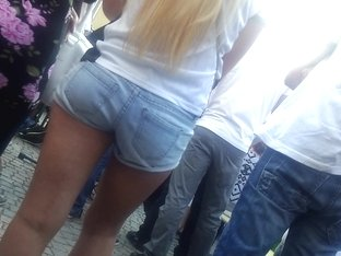 Blonde babe in shorts has no idea her ass is getting filmed