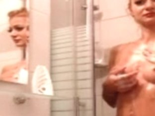 Crissy webcam sex show in the shower