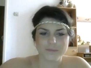 Pretty girl naked on cam