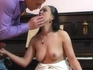 brunette chick fucks huge