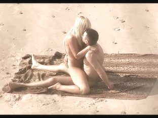 Voyeur on public beach. Hot young couple sex2