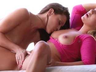 Babes Video: Two perfect bodies colide