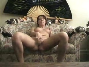 hard bodied hottie plays with tight pussy