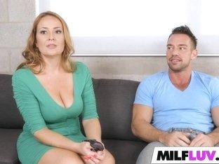 Hunting MILF pussy Elexis Monroe