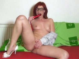 Redheaded Hipster Babe Does A Web Show