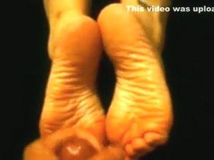Cumming on my girlfriends hawt soles