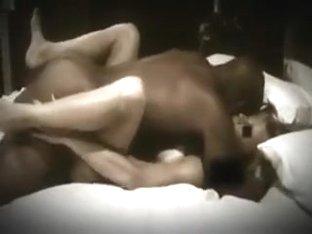 Elle adore se faire baiser comme une garce devant sa cam et laisser boy plan cul juter en elle .