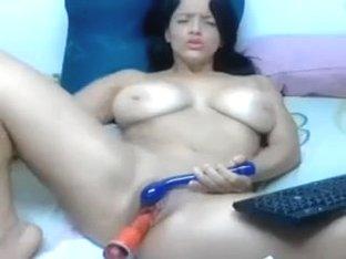 Colombiana tetona masturbando y dildado el conjo