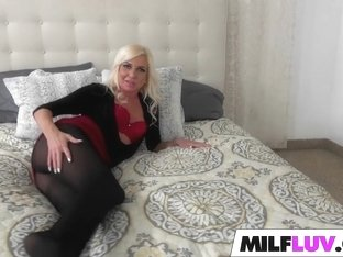 Sexy blonde MILF Jessy rocks the cock