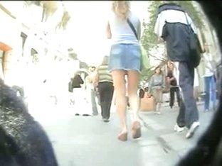 Campus upskirt of hottie in short jeans skirt