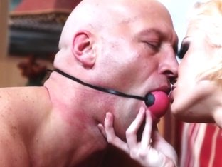 Mature blonde bimbo getting oralsex