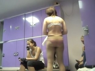 Hidden cam in changing room shoots girls before training