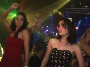 SpringBreakLife Video: Booty Shake In Club