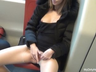 Hot amateur masterbating vid shows me jill off in bus