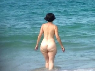 stunning pawg mature pear beach ass