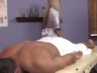 Massage-Parlor: Beach Babe