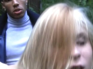 Dirty-minded blonde chick fucked in the park
