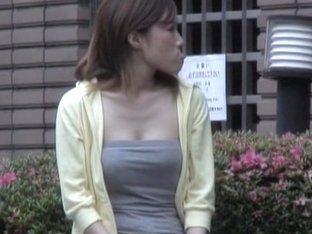 Sexy Asian hottie got shuri sharked while waiting for a date