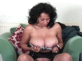 Hawt British mother I'd like to fuck playing with herself