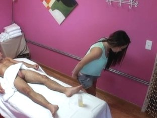 Asian masseuse pussyfucked before jerking