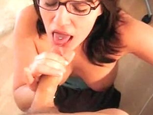 Geeky brunette gal was very eager to get a facial cumshot