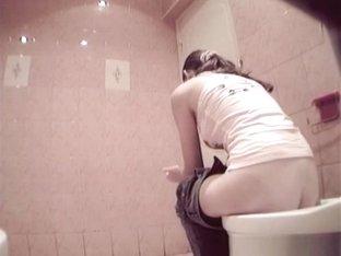 peeing girls