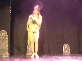 Naked Performance Show Mein
