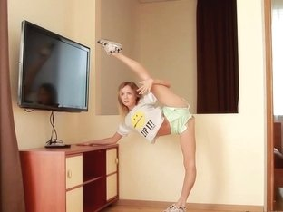 flexi teen stretching her limber body