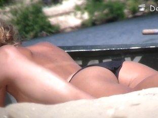 Naked women on the nudist beach caught on a voyeur cam