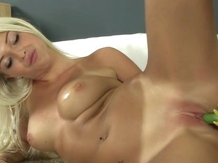Attractive blonde lady wants to tease her cunt