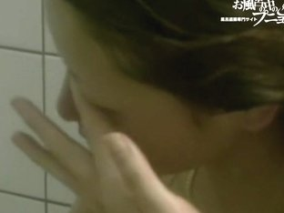 Japanese girl in the shower gets her clefts all in foam 03240