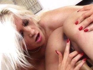 Nikki Phoenix loves teasing Lilly Evans moist slot