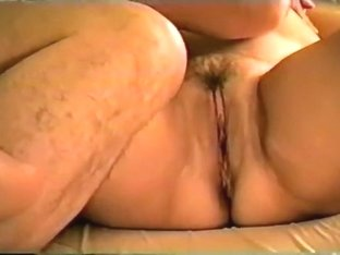 Real non-professional mommy finger drilled by stanger in hotel part one